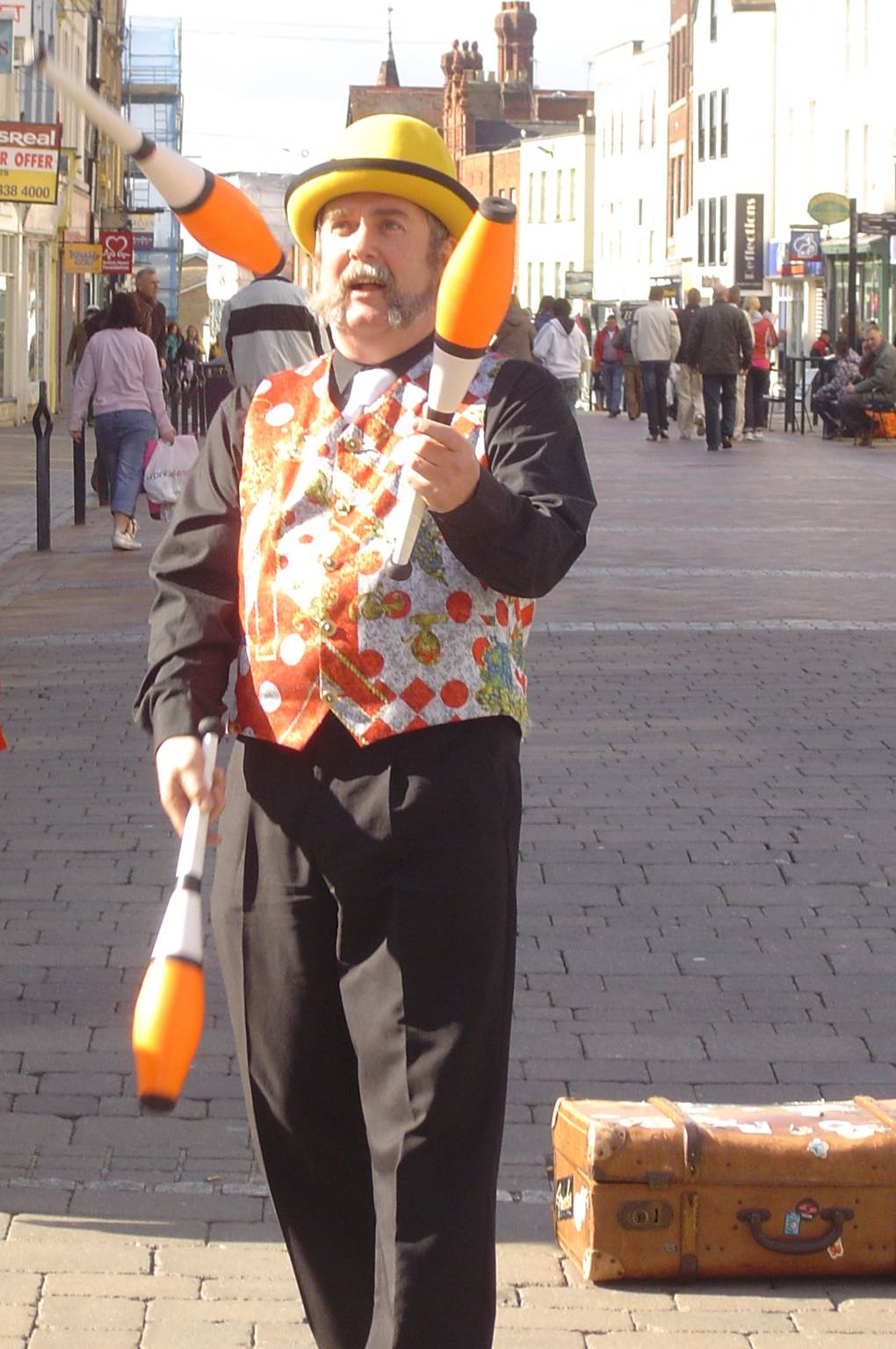 Andy juggling in Gloucester